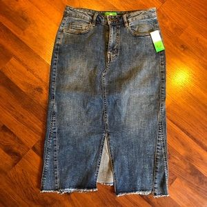 Dip Denim Midi Skirt. Size small